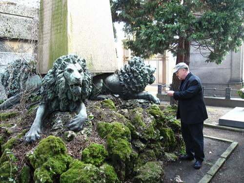Four lions support an obelisk ion Milan's Cimitero Monumentale
